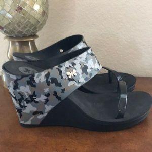 NWOT Zaxy camo camouflage wedge Top III sandals